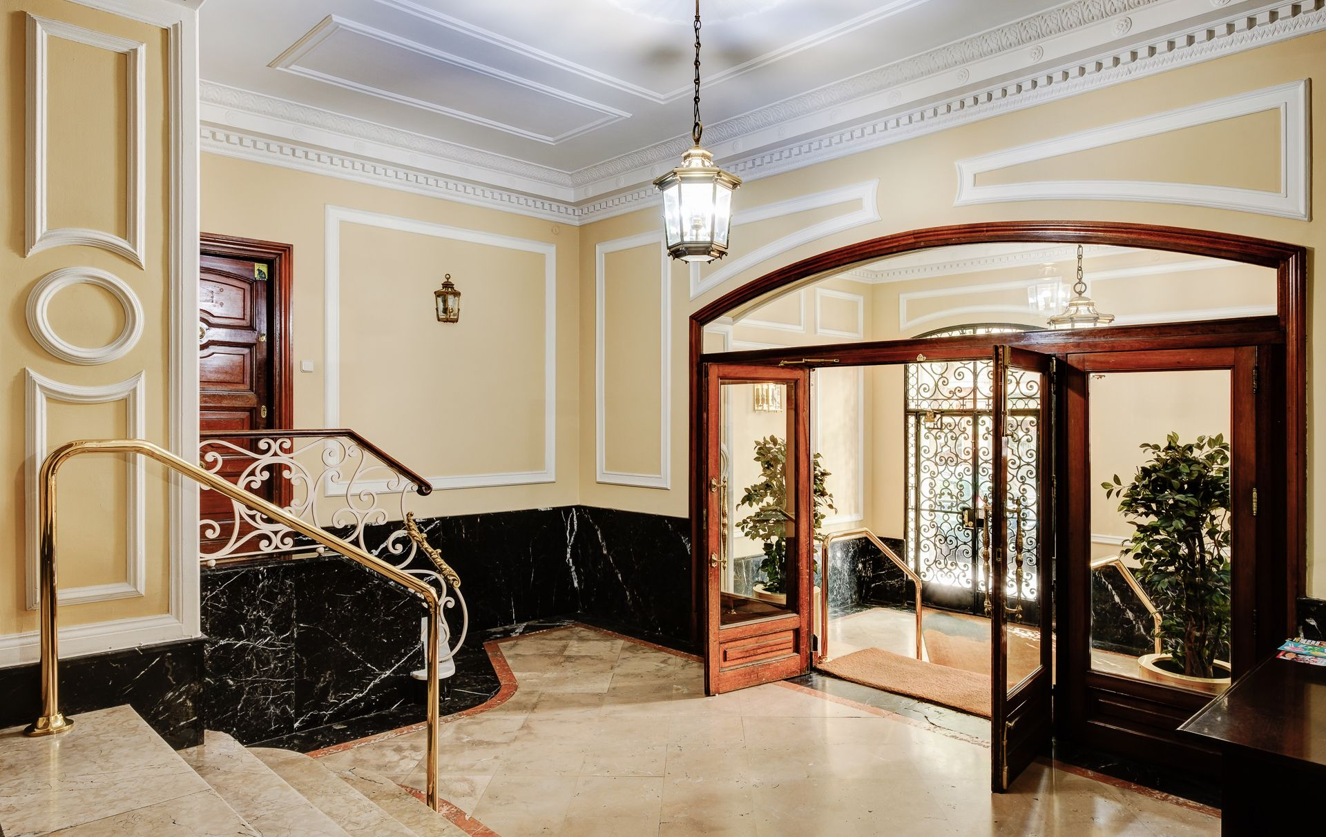 UXBAN calle zurbano entrada edificio portal