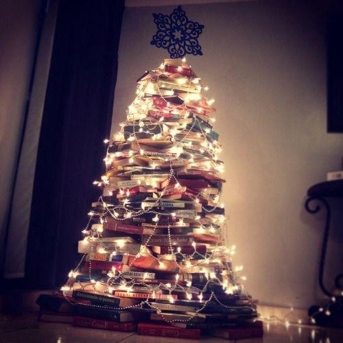 Árbol navidad con libros. Ideas para Navidad DIY