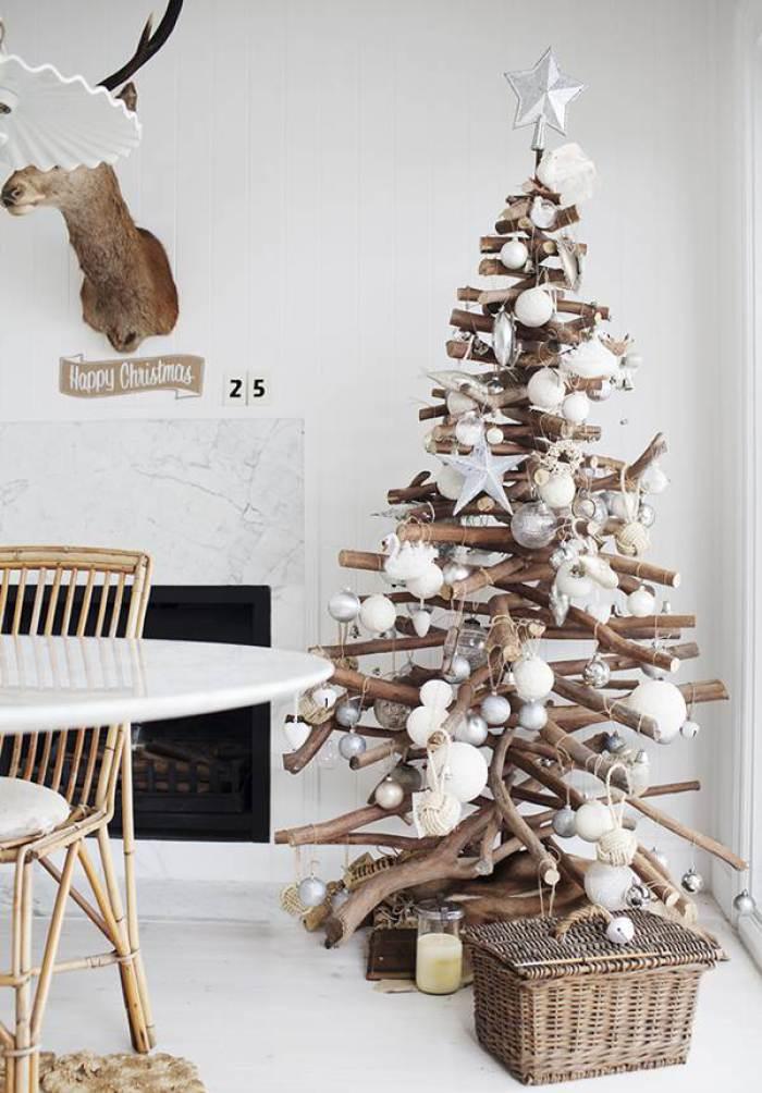 Arbol de Navidad reciclado con troncos