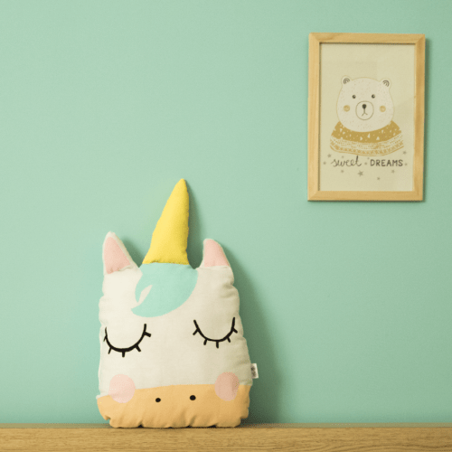 Cojín de unicornio para habitación infantil