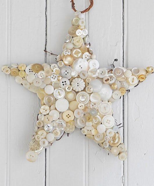 Estrella para navidad hecha de botones