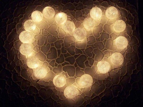 Guirnalda en forma de corazón de luces